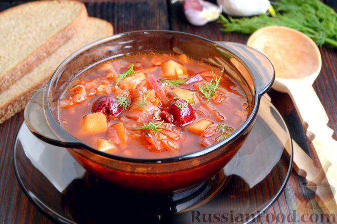 Фото к рецепту: Красный борщ с вишней и орехами