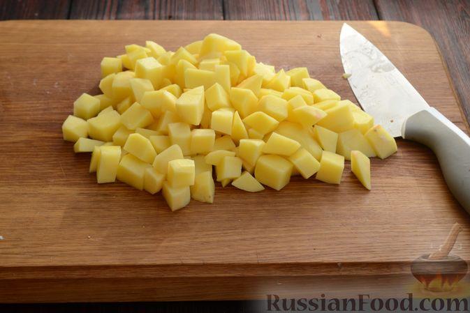 Фото приготовления рецепта: Красный борщ с вишней и орехами - шаг №9