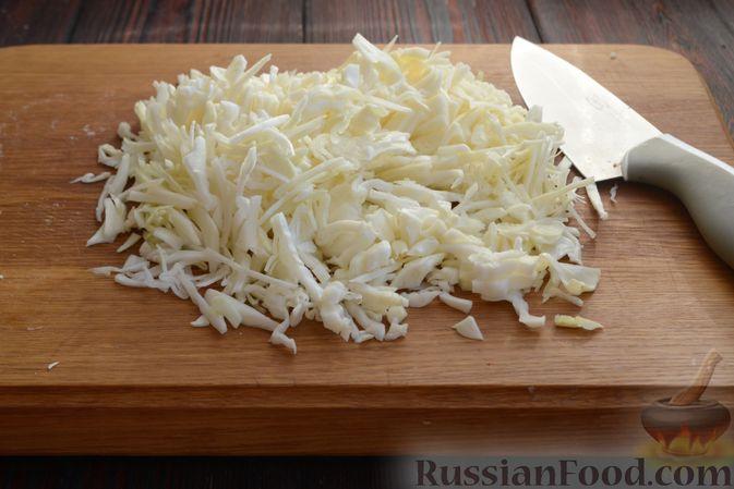 Фото приготовления рецепта: Красный борщ с вишней и орехами - шаг №11