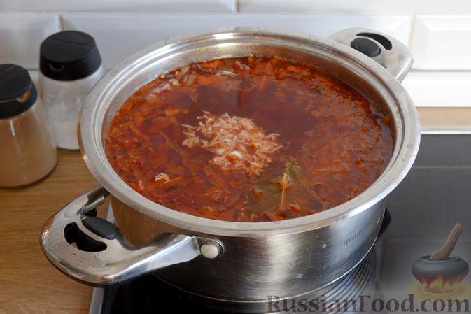 Фото приготовления рецепта: Красный борщ с вишней и орехами - шаг №14