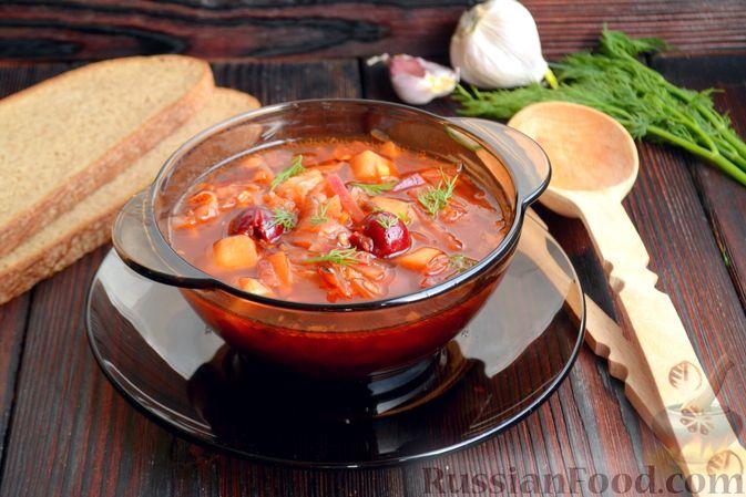Фото приготовления рецепта: Красный борщ с вишней и орехами - шаг №15