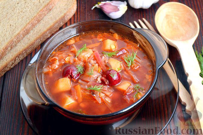 Фото приготовления рецепта: Красный борщ с вишней и орехами - шаг №16