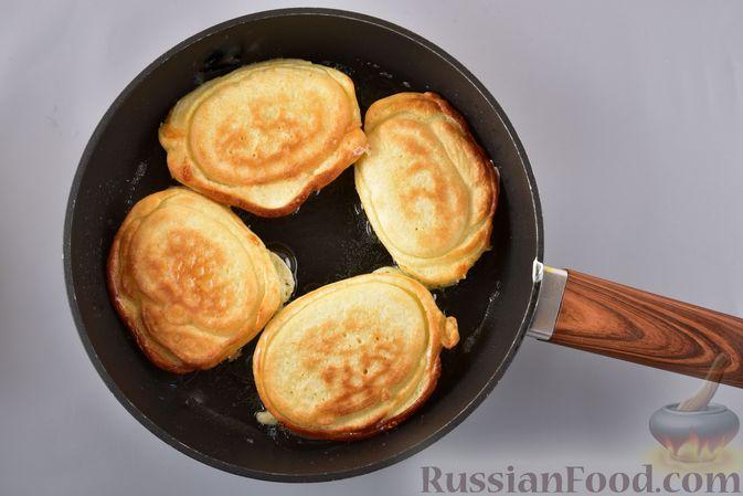 Фото приготовления рецепта: Быстрое печенье с шоколадной крошкой (в микроволновке) - шаг №7