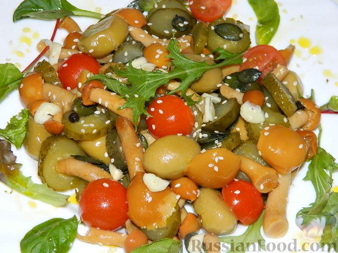 Рецепт Салат с маринованными опятами