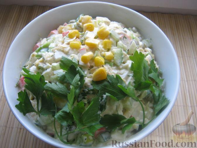 Рецепт Салат с крабовыми палочками и свежим огурцом