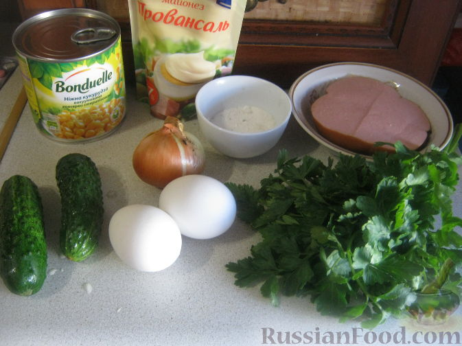 рецепт салата из колбасы кукурузы яиц
