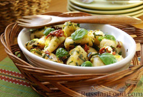 Рецепт Картофельные ньокки (gnocchi di patate) с луком-пореем и вялеными помидорами