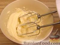 Фото приготовления рецепта: Масляный основной крем на сгущенном молоке - шаг №3