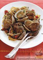 Фото к рецепту: Моллюски с луком и жареным перцем