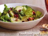 Фото к рецепту: Салат из брюссельской капусты с беконом и орехами