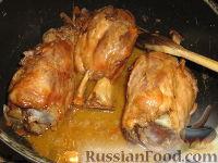 Фото приготовления рецепта: Свиная рулька (голень) в пиве - шаг №5