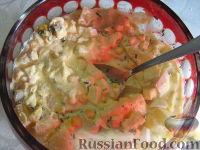 Фото к рецепту: Салат из ананаса и кукурузы с хреном