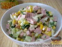 Фото к рецепту: Салат из колбасы с яйцами и кукурузой