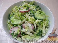 Фото к рецепту: Салат из молодой капусты  с яйцом