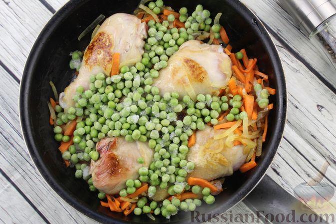 Фото приготовления рецепта: Салат с морковью, яблоком, кукурузой и яйцами - шаг №4