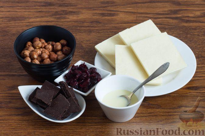 Фото приготовления рецепта: Конфеты с орехами, клюквой и шоколадом - шаг №1