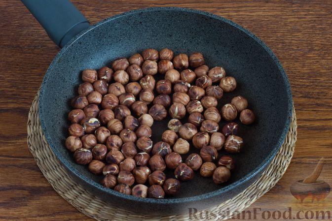 Фото приготовления рецепта: Конфеты с орехами, клюквой и шоколадом - шаг №2