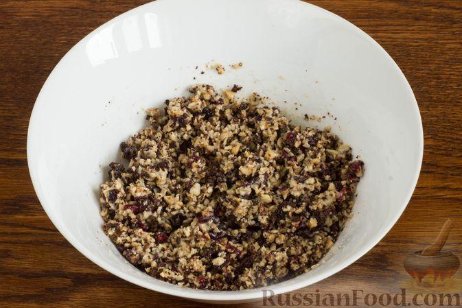 Фото приготовления рецепта: Домашние трюфели из сгущенного молока и какао - шаг №4