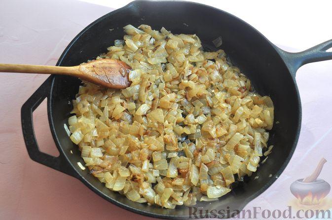 Фото приготовления рецепта: Рулетики из куриного филе, с сыром, беконом и маринованными огурцами - шаг №10