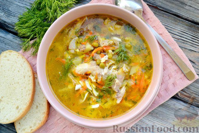 Фото приготовления рецепта: Куриный суп с консервированным горошком и яйцом - шаг №17