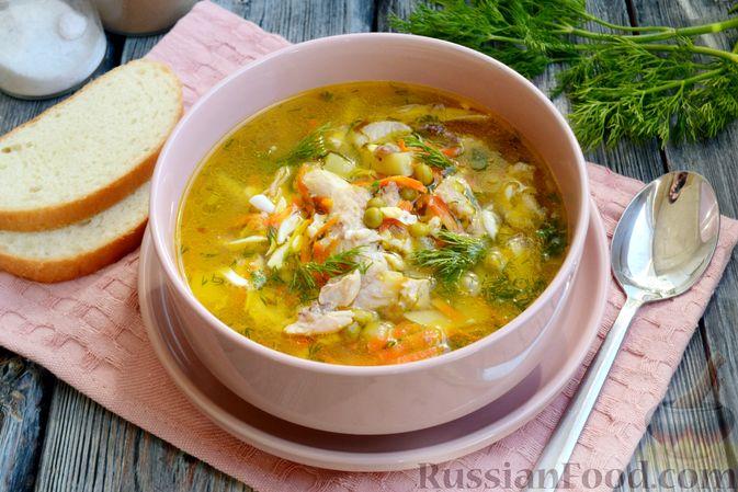 Фото приготовления рецепта: Куриный суп с консервированным горошком и яйцом - шаг №18