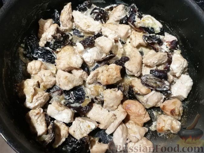 Фото приготовления рецепта: Песочное печенье с яблочной начинкой - шаг №3