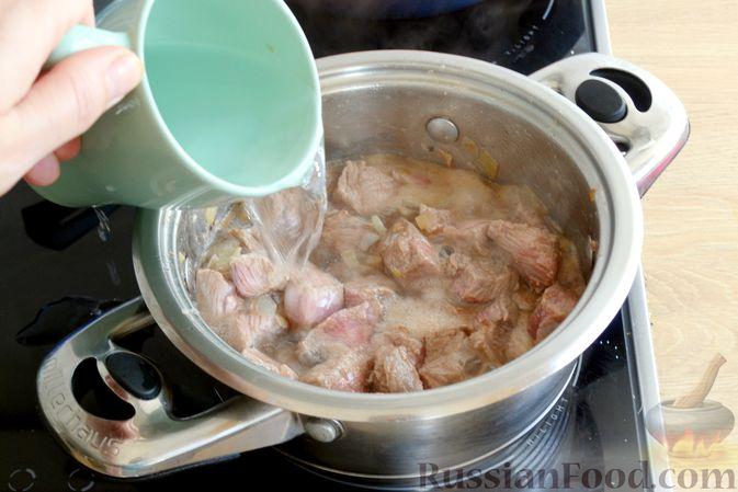Фото приготовления рецепта: Яблочно-сливовый крамбл с овсяными хлопьями - шаг №18