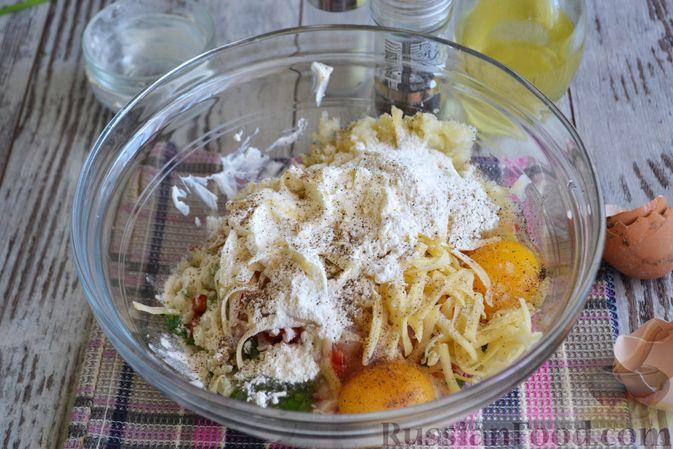 Фото приготовления рецепта: Рубленые куриные котлеты с цветной капустой, сладким перцем и сыром - шаг №5