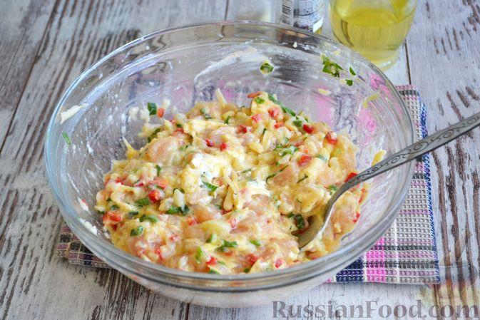 Фото приготовления рецепта: Рубленые куриные котлеты с цветной капустой, сладким перцем и сыром - шаг №6
