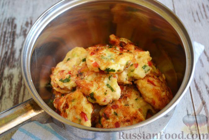 Фото приготовления рецепта: Рубленые куриные котлеты с цветной капустой, сладким перцем и сыром - шаг №8