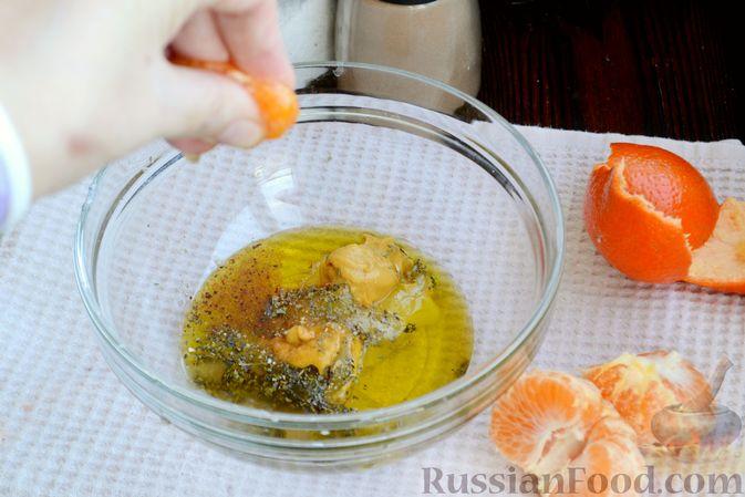 Фото приготовления рецепта: Салат из запечённой свёклы с мандаринами, фетой и грецкими орехами - шаг №3