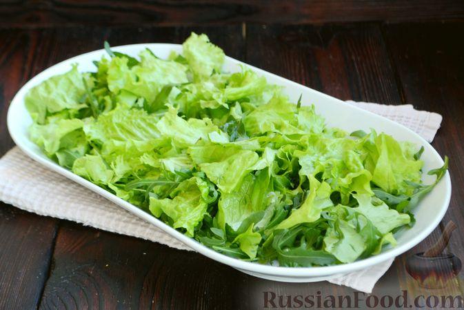 Фото приготовления рецепта: Салат из запечённой свёклы с мандаринами, фетой и грецкими орехами - шаг №8