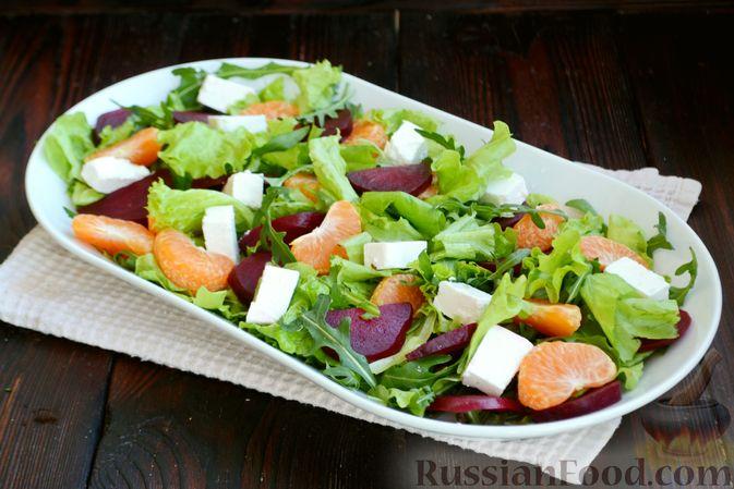Фото приготовления рецепта: Салат из запечённой свёклы с мандаринами, фетой и грецкими орехами - шаг №9