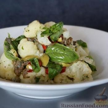 Рецепт Салат из цветной капусты с базиликом и оливками