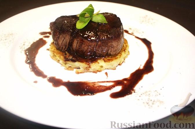 Рецепт Турнедо из говядины на планше с соусом «Бароло»