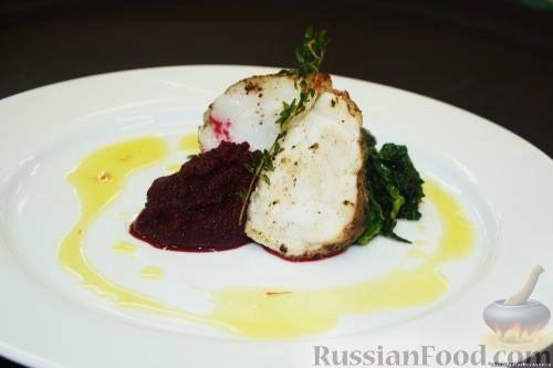 Рецепт Филе морского черта со свекольным пюре и шафрановым соусом