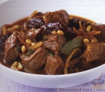 Рецепт Говядина с черносливом и кедровыми орешками