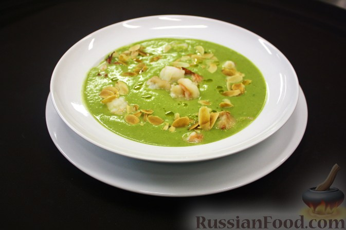 Рецепт Суп-пюре из брокколи с креветками и лепестками миндаля