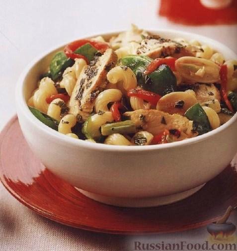 Рецепт Теплый салат с макаронами и курицей