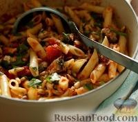 Фото к рецепту: Пенне (макароны-«перья») с тунцом и томатным соусом