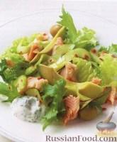 Фото к рецепту: Салат из копченой форели с огурцом и мятой