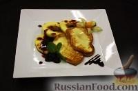 Фото к рецепту: Жареная скаморца с яблоками и ежевичным конфитюром