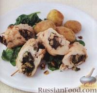 Фото к рецепту: Рулетики из индейки с черносливом и орехами