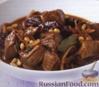 Фото к рецепту: Говядина с черносливом и кедровыми орешками