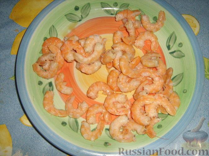 Фото приготовления рецепта: Креветки с красной смородиной - шаг №3