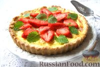 Фото к рецепту: Тарт с клубникой и ревенем
