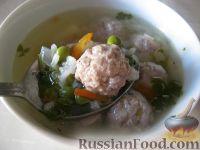 """Фото к рецепту: Суп с фрикадельками и зеленым горошком """"Дачный"""""""