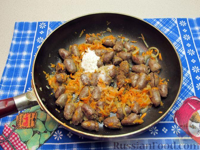 Фото приготовления рецепта: Цельнозерновые луковые крекеры с кинзой, кунжутом, острым перцем и пряностями - шаг №11