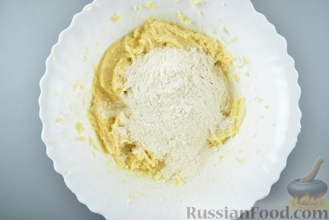 Фото приготовления рецепта: Сдобные пирожки с яблоками и тыквой - шаг №23