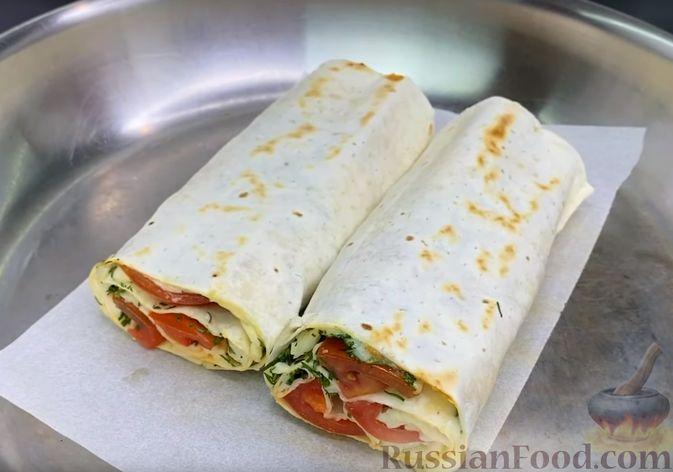 Фото приготовления рецепта: Свиные отбивные, тушенные в томатном соусе, с сыром (в духовке) - шаг №6
